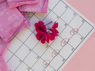 calendar-with-flowers-sanitary-towels_23-2148025713